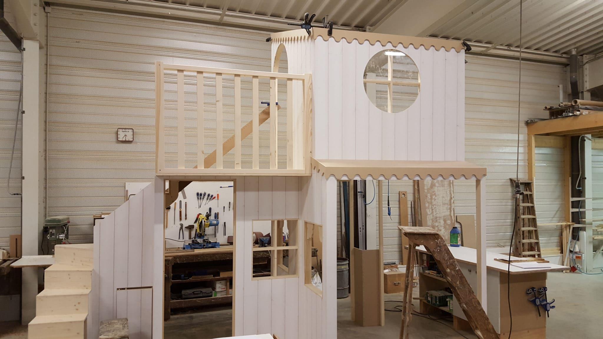 Cabane d'enfant à l'atelier de fabrication